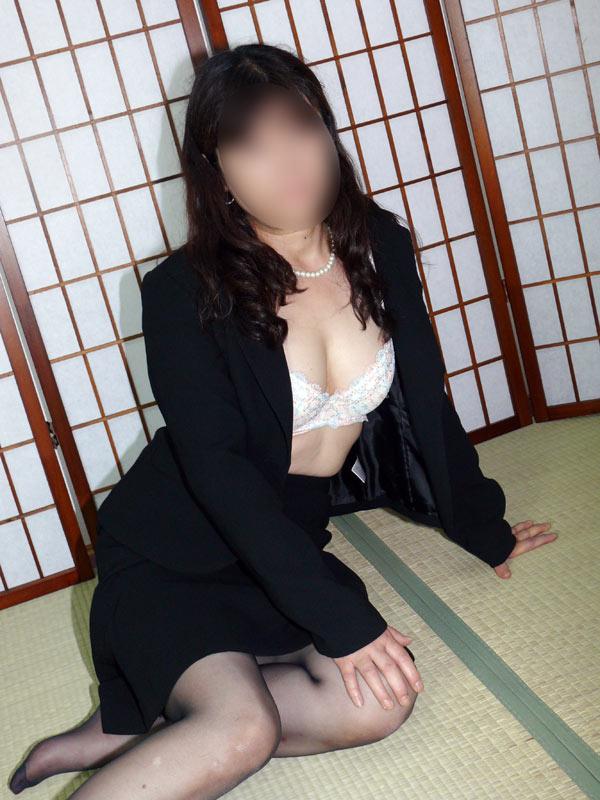 千葉危険な情事-喪服の未亡人@なおこ 3枚目